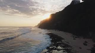 Красивый закат на пляже