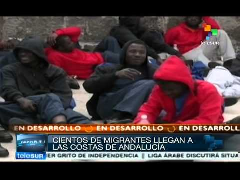 African migrants arrive to Spain in plastic boats