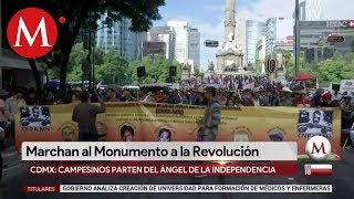 Marchan en el Monumento a la Revolución