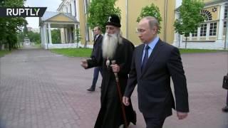 Путин поздоровался с голубем