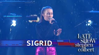 Sigrid Performs 'Don't Feel Like Crying'