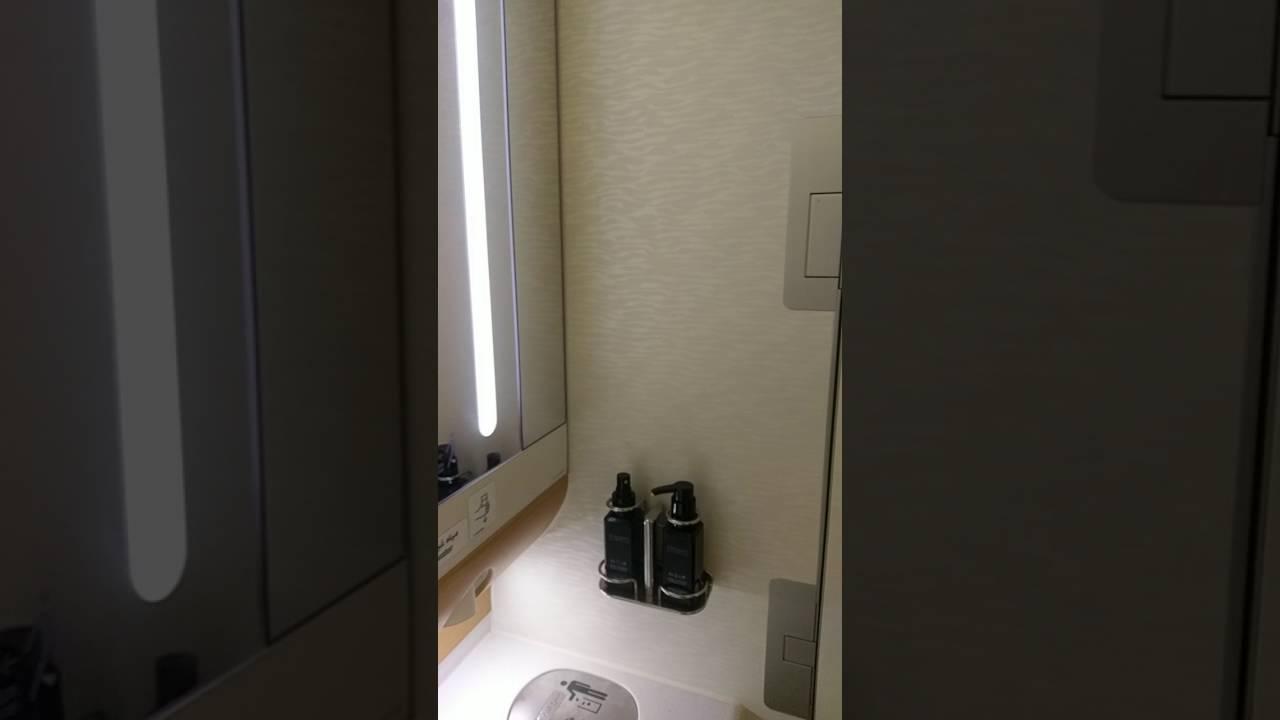 Washroom/ Toilet on board Emirates A380 - YouTube