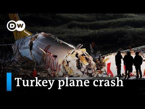 Turkey crash: Plane skids off Istanbul runway, splits apart | DW News