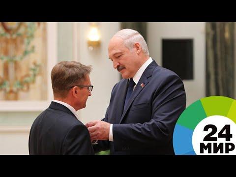 Лукашенко вручил госнаграды 45 выдающимся белорусам