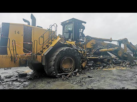 Amazing Idiots Dangerous Extreme Heavy Equipment Climbing Excavator Fail Working Skills Operator