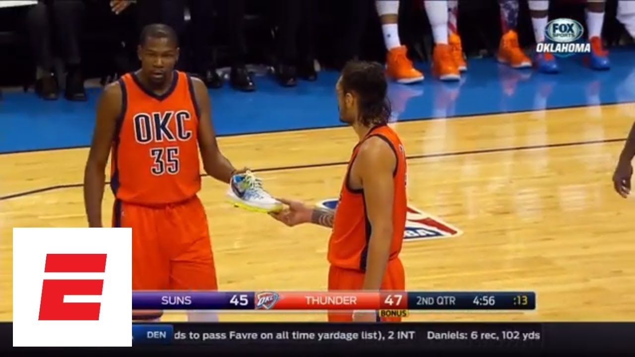 0e2387eff4d 9 minutes of Kevin Durant losing his shoe on the court