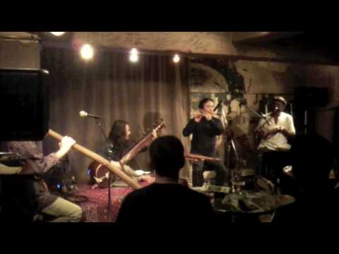 Francis Silva in Didgeridoo Magic!! (free and trance session)