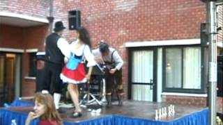 Chicken Dance with dancers 2012, Raving Polka