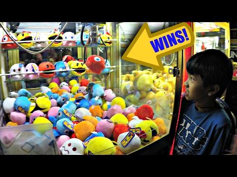 Arcade Claw Machine Pac-Man Prize Wins! クレーンゲーム