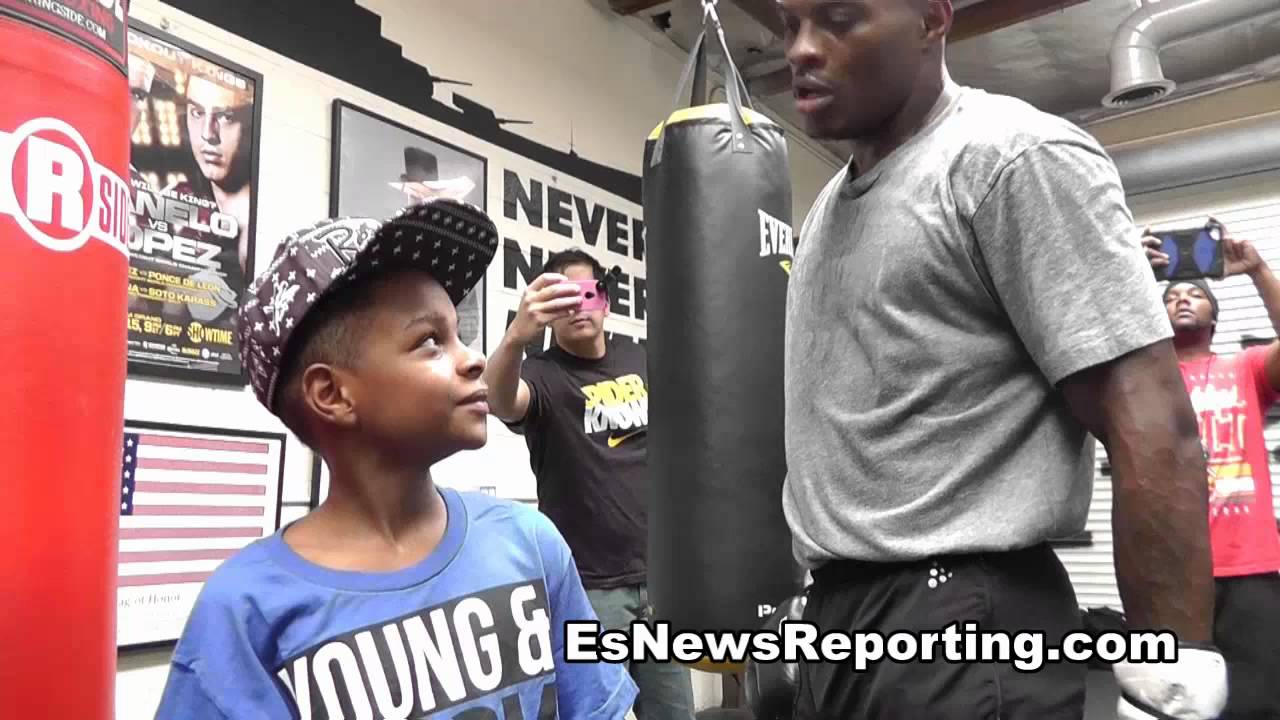 kid chocolate on heavy bag workout - EsNews Boxing