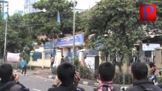 Tolak BBM, Mahasiswa Bentrok dengan Polisi