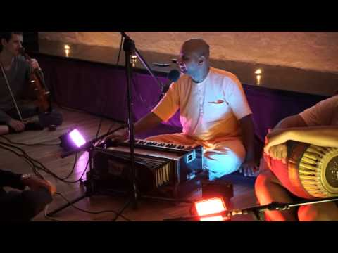 HG Gaur Gopal Prabhu Giving Amazing Lecture At Mantra Lounge In April 2015