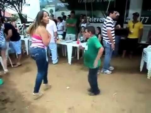 bueno dama bailando