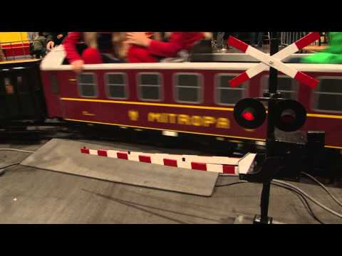 Modelling Railroad Train Scenery -Remarkable Dutch Railroad Crossings – model crossing for children (3)
