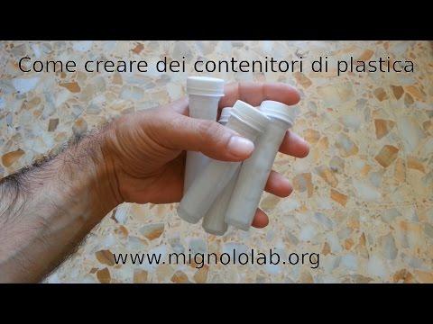 Contenitori di plastica da bottiglie.