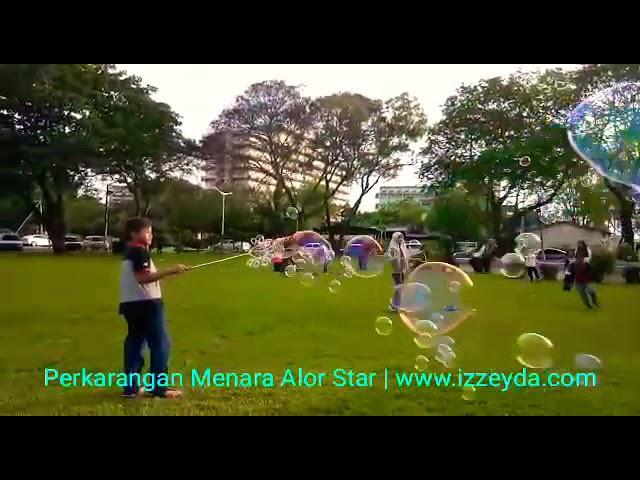 Main Buih Sabun di Perkarangan Menara Alor Setar, Kedah