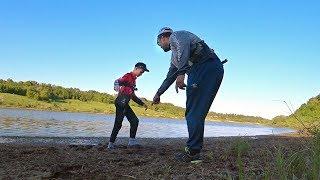 СЛУЧАЙ НА РЫБАЛКЕ - Глебуса ЗАСОСАЛО!   Рыбалка с сыном на спиннинг! Ловля рыбы в июне!