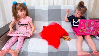 الأميرة الصغيرة تلعب بالماكياج