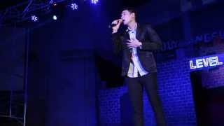 Rommer Rodriguez sings Gusto Kita by Ronnie Liang