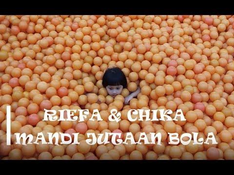 Riefa Dan Chika Mandi JUTAAN BOLA | Centrum Million Balls KOLAM BOLA TERBESAR