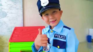سينيا ، كشرطي ، يحافظ على النظام. سينيا ومهنه المفضلة
