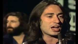 10CC - The Dean and I 1973 Hum drum days And a hum drum ways ... He...
