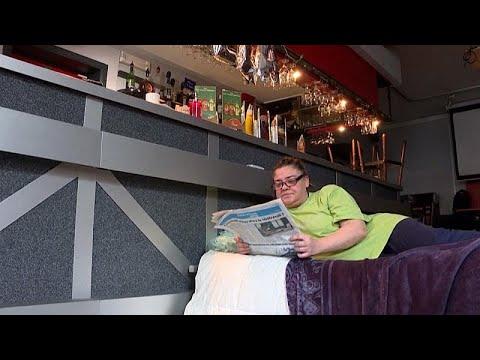 شاهد:  صاحبة مقهى في بلجيكا  تنام  في مقر عملها اعتراضاً على -إجراءات كوفيد-19-…  - نشر قبل 19 دقيقة