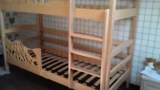 видео Детская двухъярусная кровать из массива (35 фото): деревянные модели из сосны для детей