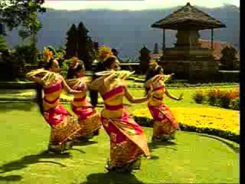 Tari Pendet dari Bali Indonesia - YouTube