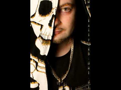 Basstard -- Unter der Erde (feat. Beccy) (Skit)