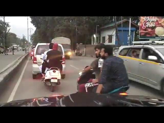 Article 370 हटने के बाद Srinagar में अब धीरे-धीरे ज़िंदगी पटरी पर वापस लौटने लगी है