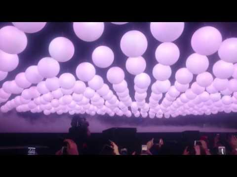 Drake - Trophies - The Boy Meets World Tour (London) opening