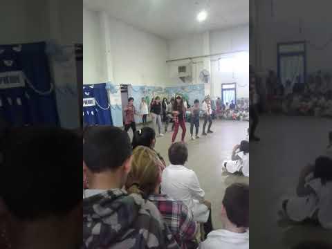 Escuela 20 presidente derqui bailan despacito