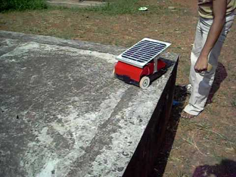 SOLAR VEHICLE WITH CONTROL ON DIRECTIONS