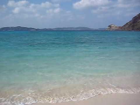 トカシクビーチを波打ち際で眺める