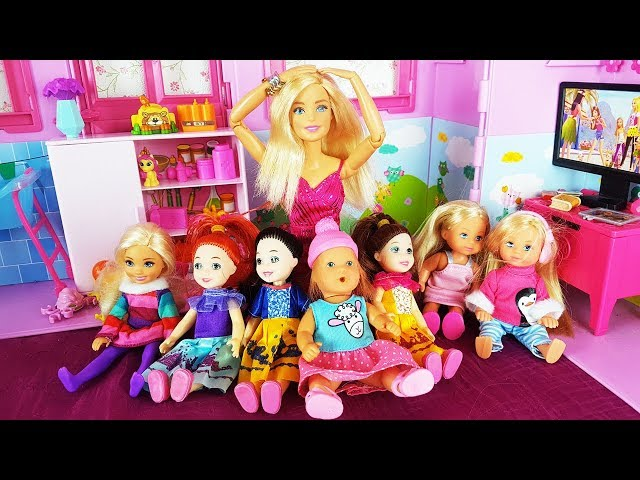 Rodzinka Barbie - Nowe koleżanki z przedszkolu Kai! Wielka Kłótnia bajki dla dzieci