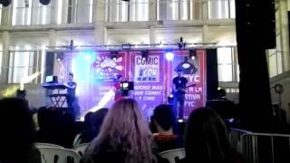 Karaoke de ataque a los titanes en el salon del manga de Jerez 2016