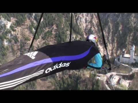 Hang gliding over Neuschwanstein castle - Corinna Schwiegershausen