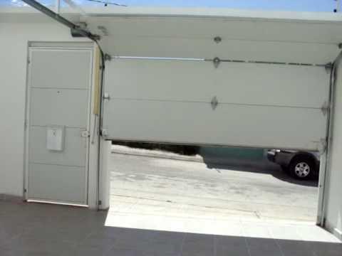Puerta tipo americana seccional con motor axial youtube for Motor puerta seccional