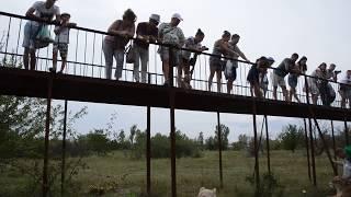 Посетители парка участвуют в фото-сессии в Сафари ! Тайган .Крым