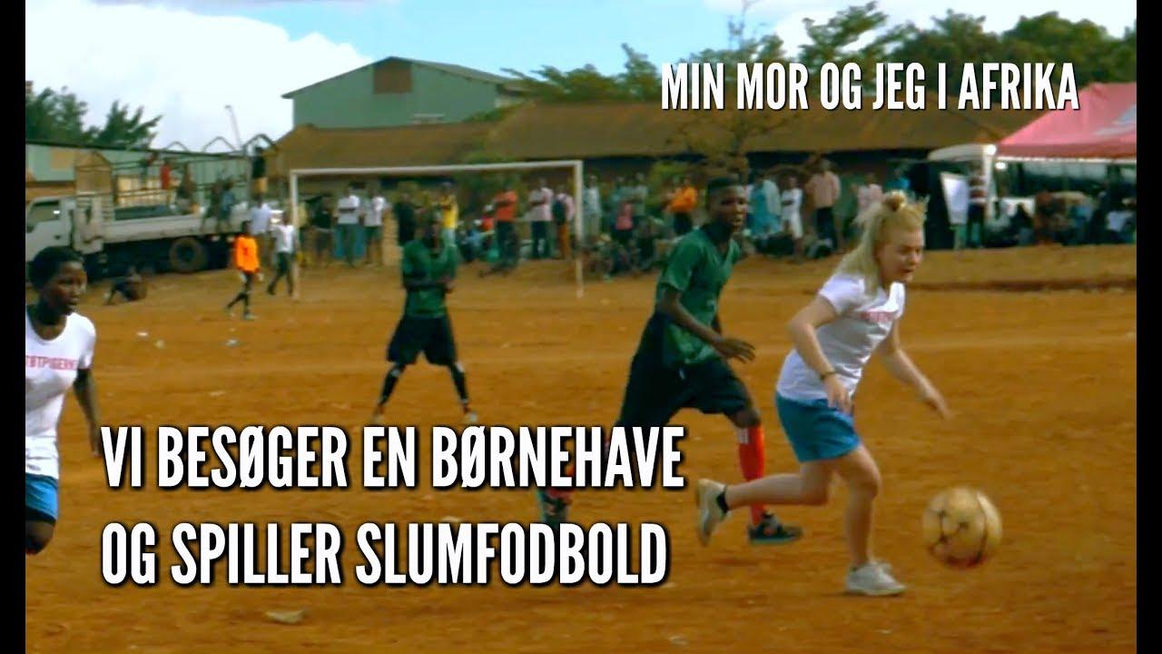 VI BESØGER EN BØRNEHAVE OG SPILLER SLUMFODBOLD // MIN MOR OG JEG I AFRIKA