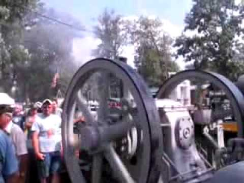 Giant Engine Puffing Major smoke! (Oil Engine)