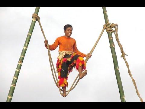PLAYING on TIGHTROPE No Protection - Atraksi Tali REOG PONOROGO - Giant Mask Dance [HD]