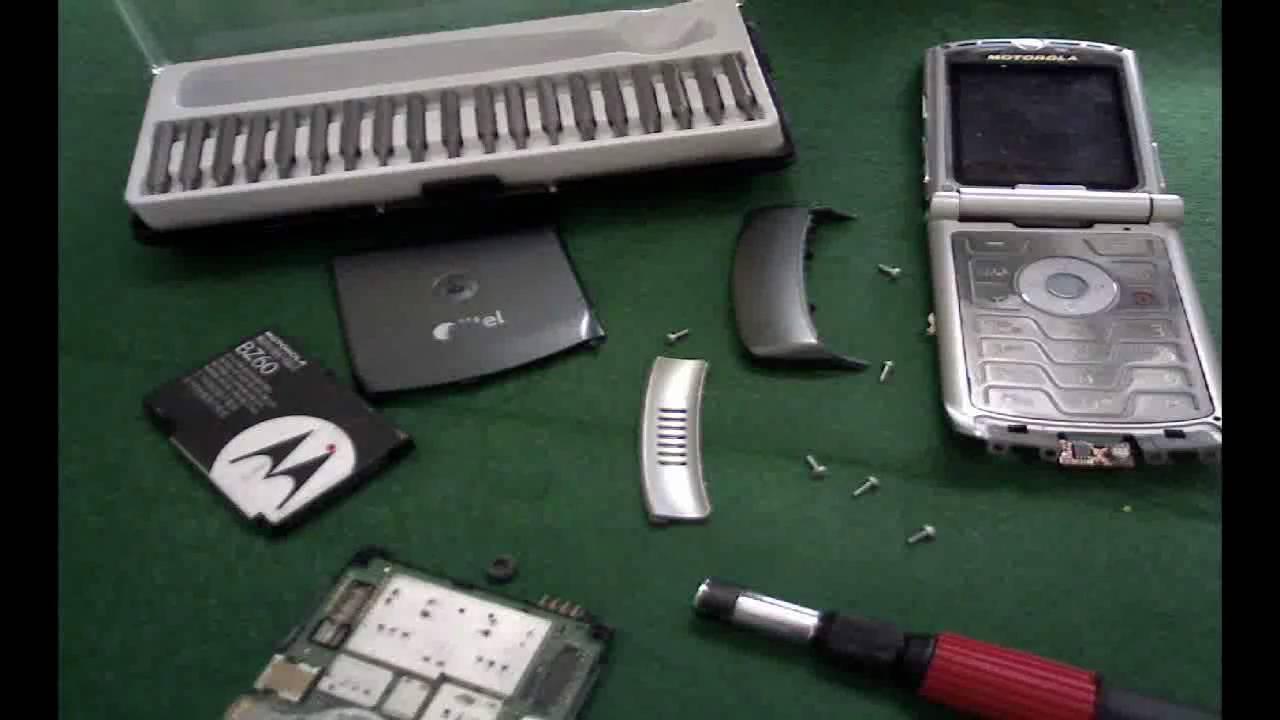 How to Take Apart a Motorola Razr