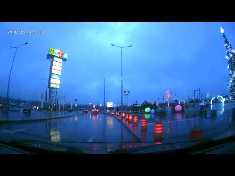 Выезжаем с ТЦ Мега (Ростов) и тут красивая ёлка !