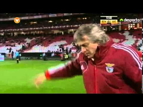 Jorge Jesus irritado para Lima marcar penalti (Benfica 6 - 0 Desportivo Aves)