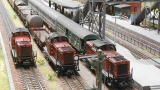 Bundesbahn Veteran V100 fährt in Wilstein ein