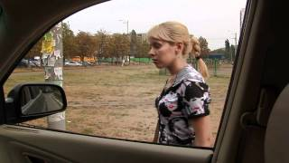 Девушку насильно затащили в машину !!! Жесть !!!