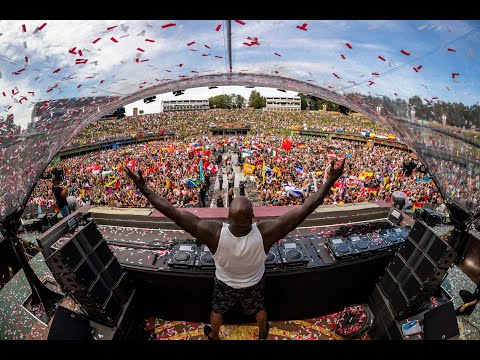 Carolina In The Morning - Watch Shaq Mosh at An EDM Festival