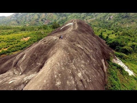 Ncig Saib Lub Pob Zeb Ntxhw | The Largest Stone in Southeast Asia